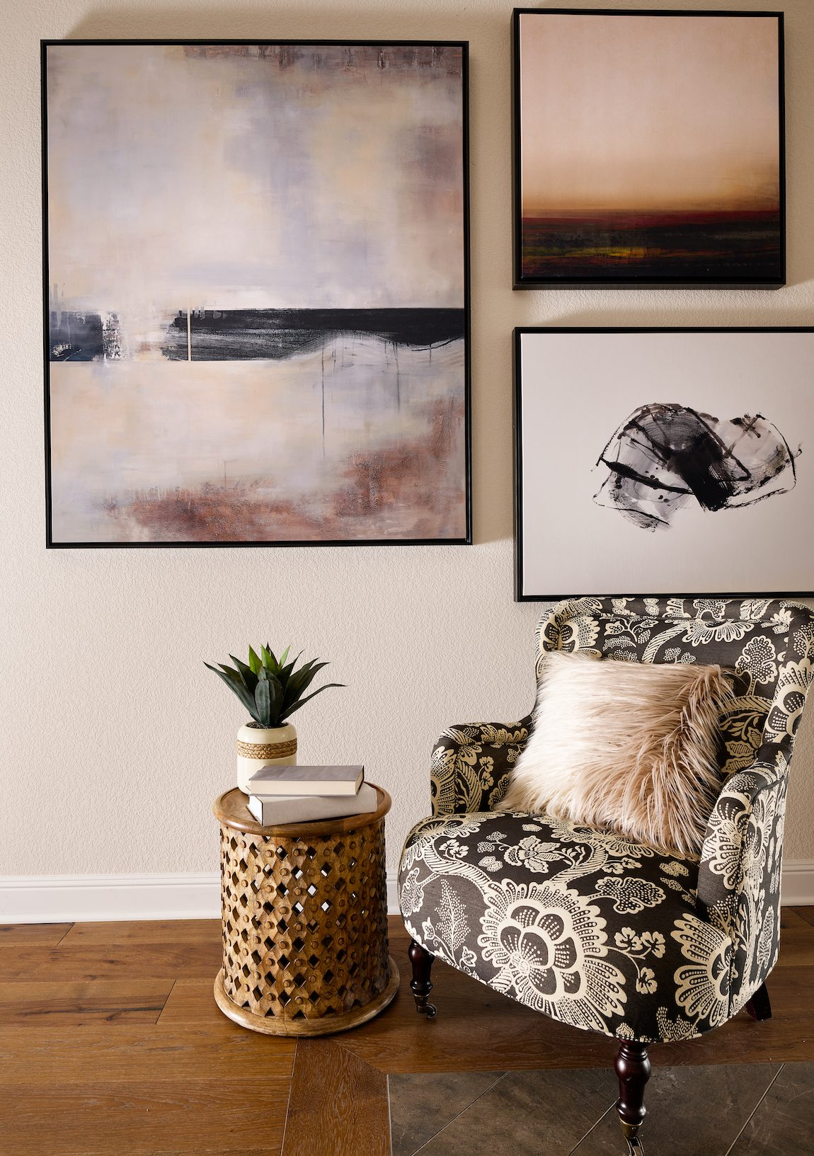 Corner sitting area with gallery photos