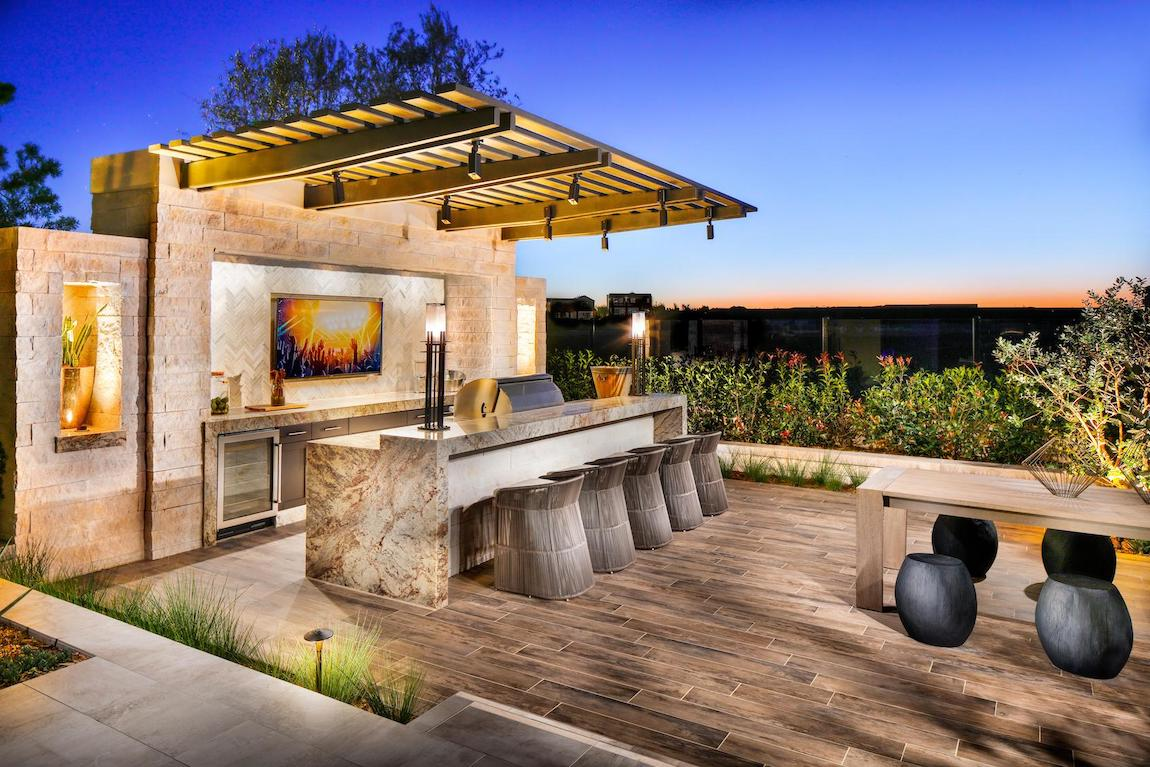 19 Backyard Bars for the Perfect Happy Hour at Home ... on Backyard Patio Bar id=53513