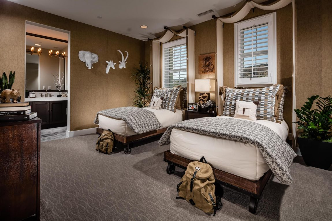 Kids bedroom featuring Earth tones and adventurous theme.