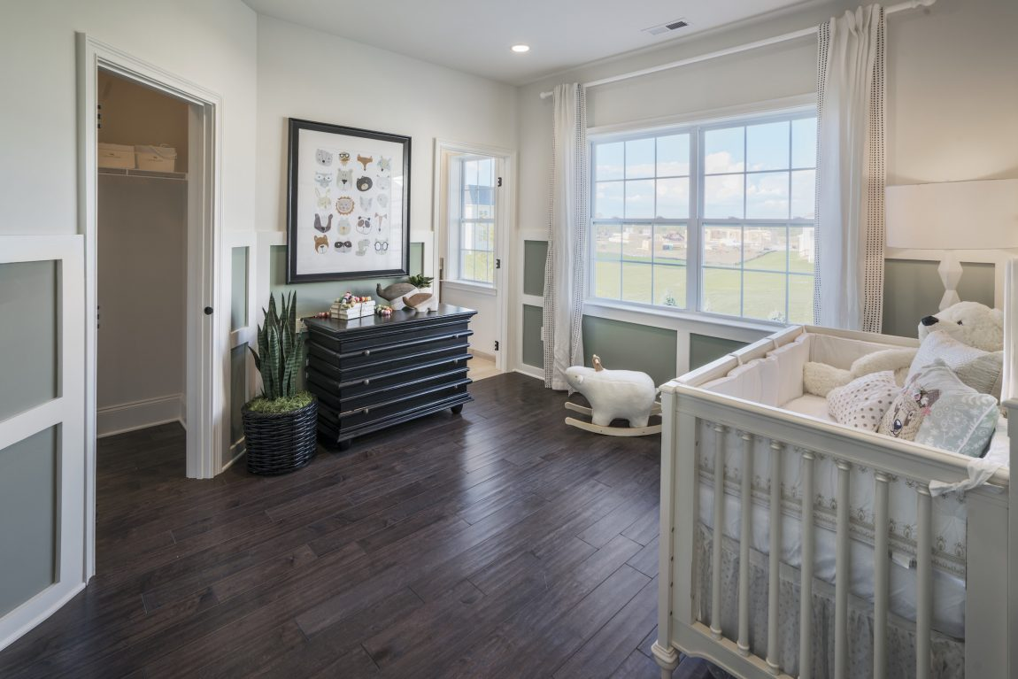 Sophisticated space with crib