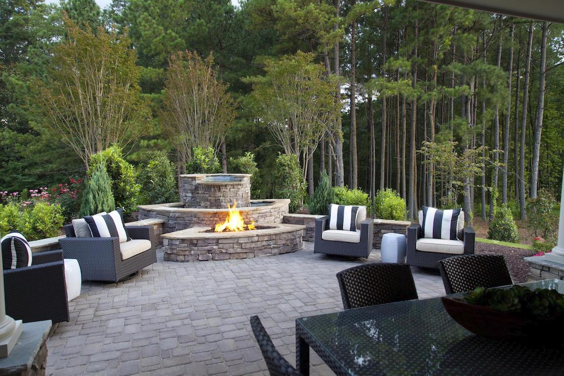 Fire pit seating around focal fire pit