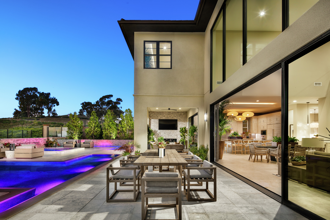 Luxe indoor-outdoor living design idea