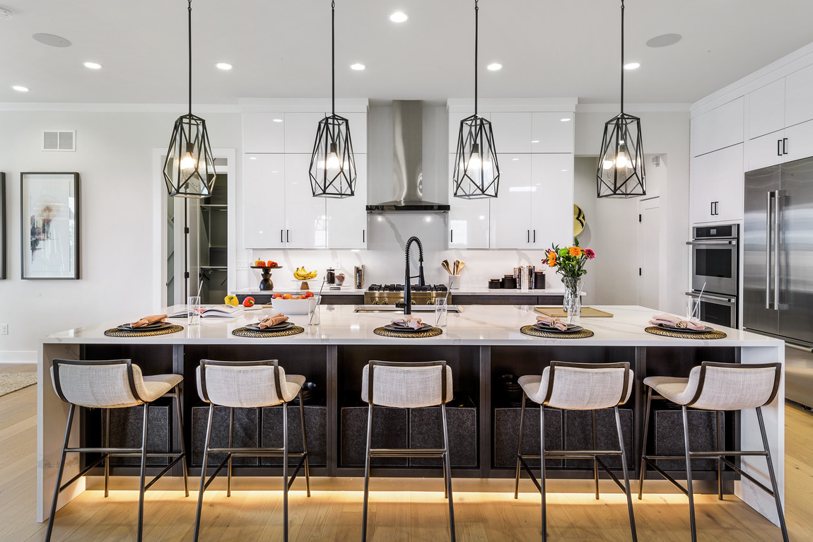 Dramatic pendant lighting in luxe kitchen