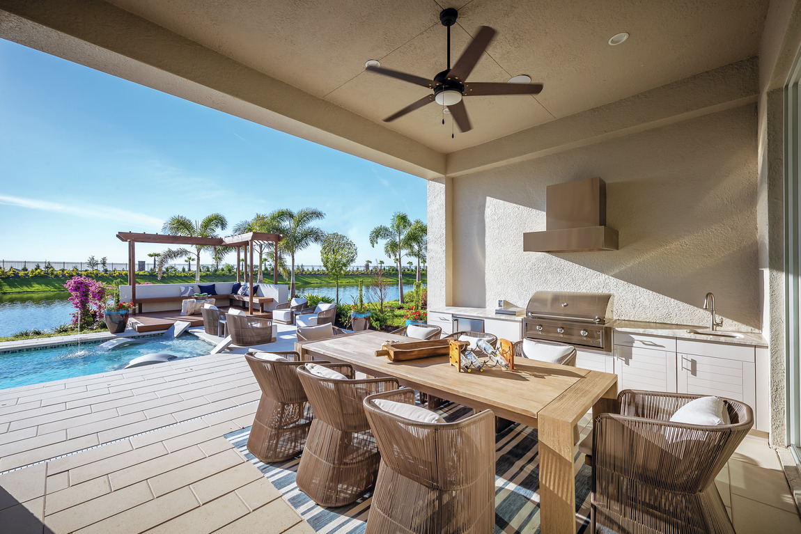 Florida outdoor patio with ceiling