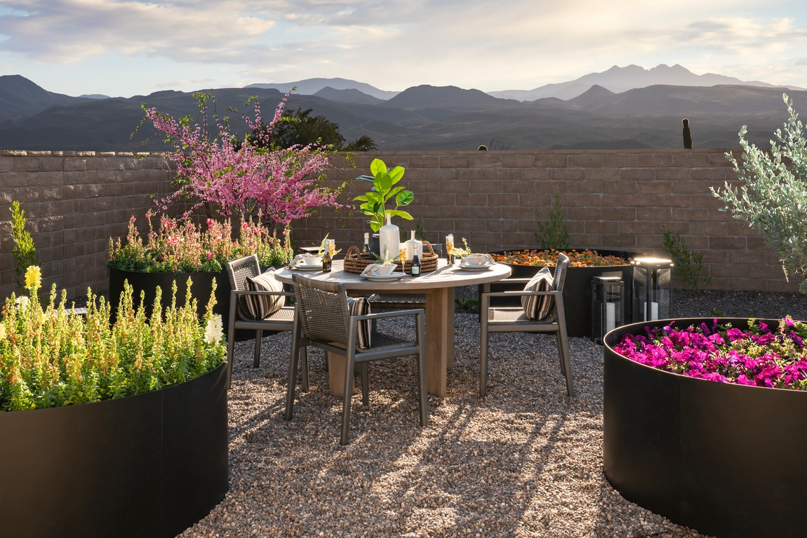 outdoor dining with tremendous mountain view