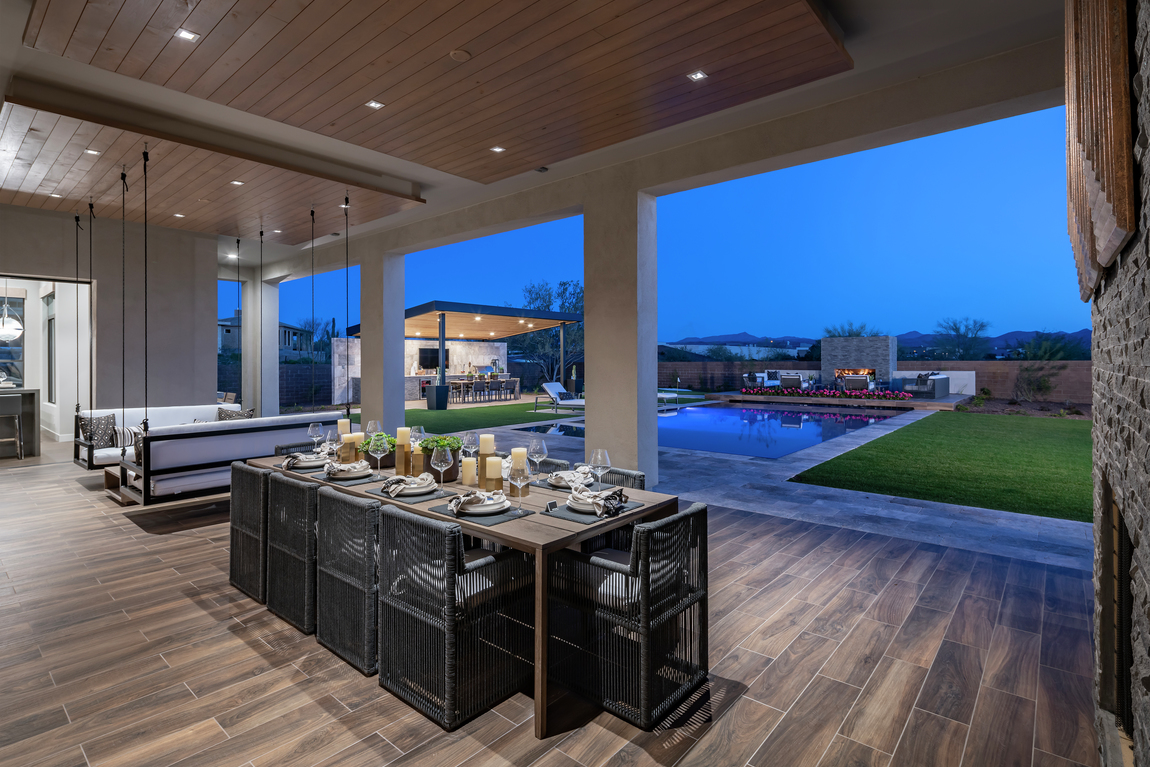 Arizona outdoor patio with dining table