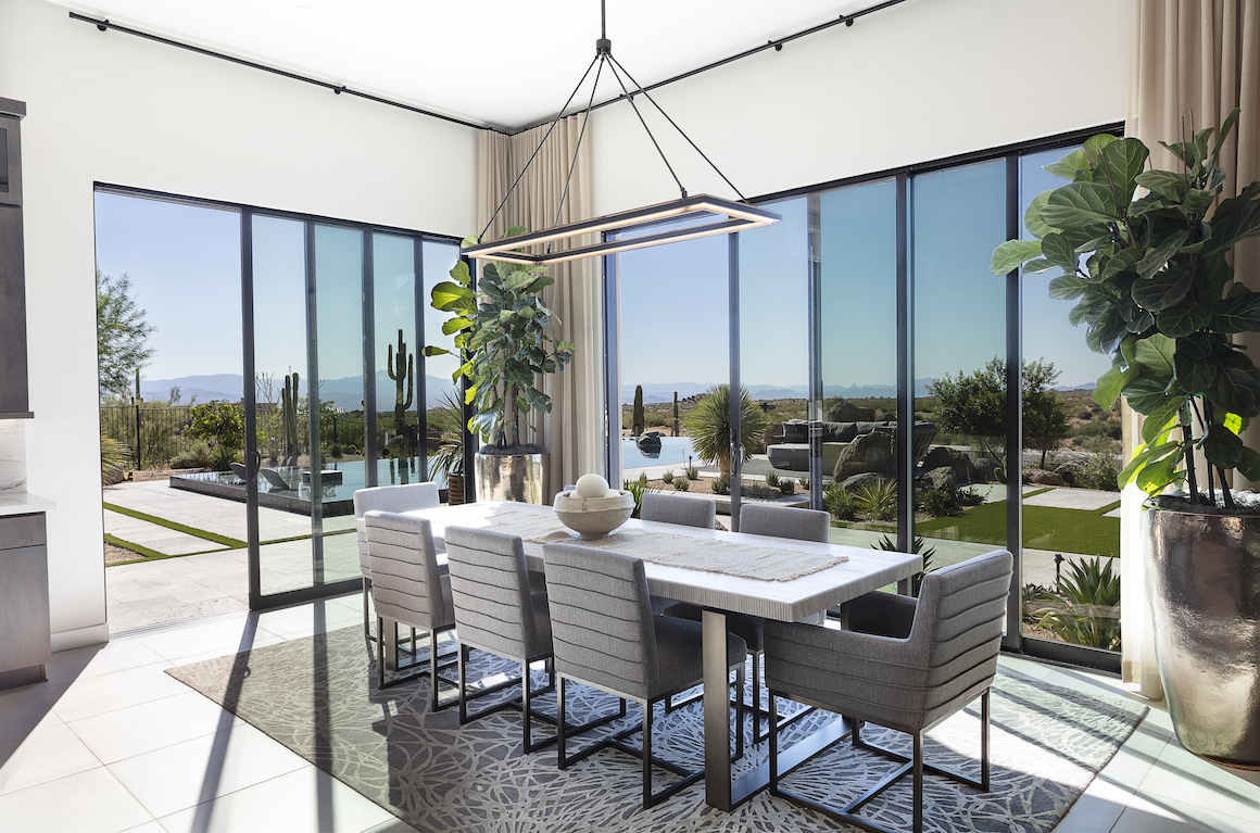 dining room featuring indoor-outdoor transition